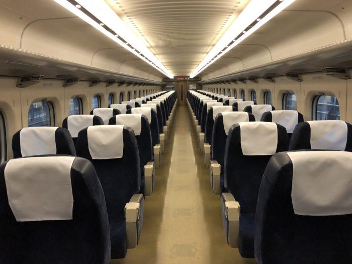 Tom vagn på Shinkansen mot Mihara