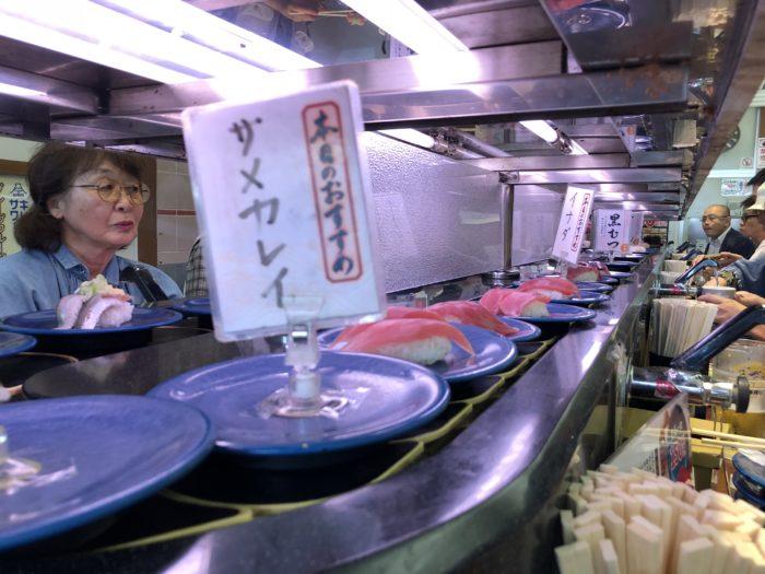 Sushi på rullband