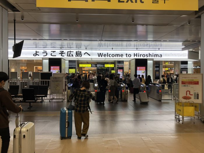 Vid Hiroshima Stations utgång